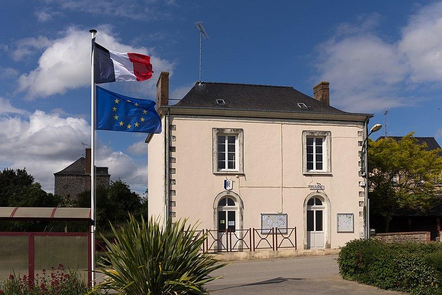Town hall of Denazé.