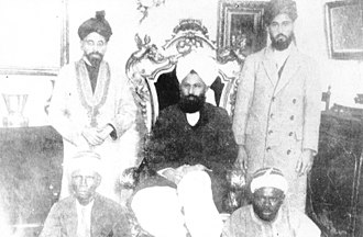 Mirza Basheer-ud-Din Mahmood Ahmad - This photo was taken during Mirza Mahmood Ahmad's Tour of England in 1924. From right to left: Fazl ul-Rahman Hakim; Mirza Mahmood Ahmad and Abdul Rahim Nayyar. At the bottom, two West-Africans.
