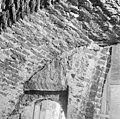 Detail oudere westmuur boven de ingang in de toren - Batenburg - 20028332 - RCE.jpg