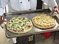 Dos listas pizzas para proceso de horno en Buga.JPG