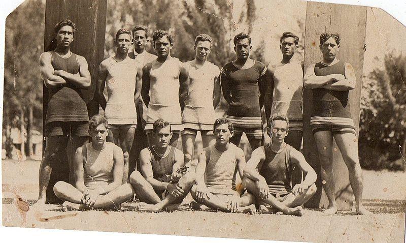 File:Duke Kahanamoku c1910.jpg