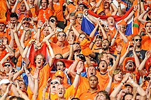 L'Orange Army soutient l'équipe de football néerlandaise.