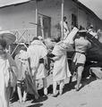ETH-BIB-Abessinier beim Aufrichten eines Daches-Abessinienflug 1934-LBS MH02-22-0653.tif