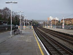 East Finchley stn centre platforms look north4