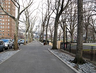 Cherry Street (Manhattan) - Eastern Cherry Street showing Corlears Hook Park and the Williamsburg Bridge