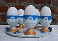 Eierbecher mit Tablett Spritzdekor 02.jpg