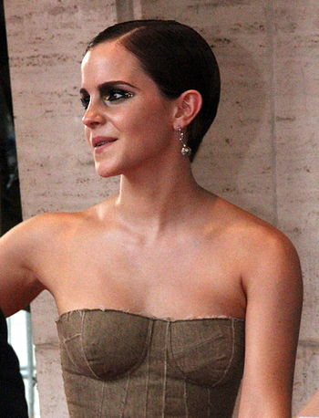 English: Emma Watson at the film premiere of H...