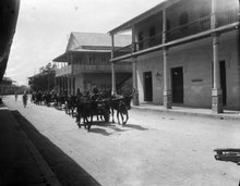 Picture from street in Mahajanga with Indian wagons. October 1912. Photo by Walter Kaudern.