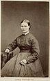 En ung kvinna poserar i en randig klänning - Nordiska Museet - NMA.0039778.jpg