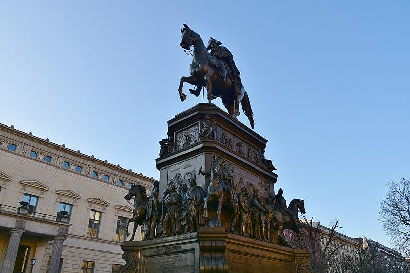 File:Friedrich der Große Unter den Linden Berlin 1.JPG