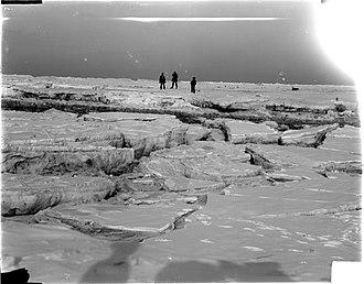 Katwijk aan Zee - Frozen sea at the beach of Katwijk, 1898. Picture by Jan Goedeljee.