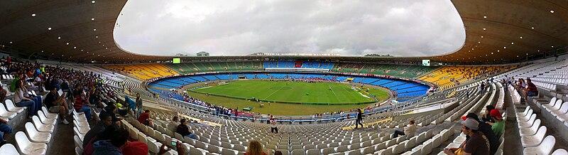 Vista interna do estádio com uma pequena torcida 312ebdc2349ac
