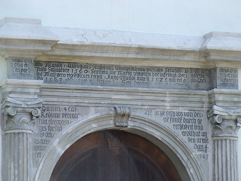 Fișier:Evangelical church in Bistrita - entrance detail.JPG