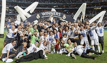 57baaab82f2 Les joueurs du Real Madrid célébrant la 10e Ligue des champions de  l histoire du club au Stade de la Luz.