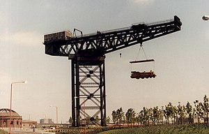 Finnieston Crane - The Finnieston Crane in 1987 holding the straw locomotive sculpted by George Wyllie