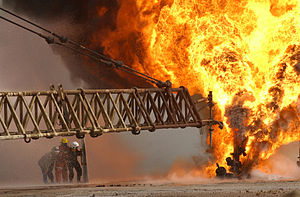 Kuwaiti firefighters attempt to extinguish an ...