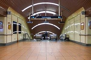Flagstaff railway station - Escalator to Platform 3 and 4