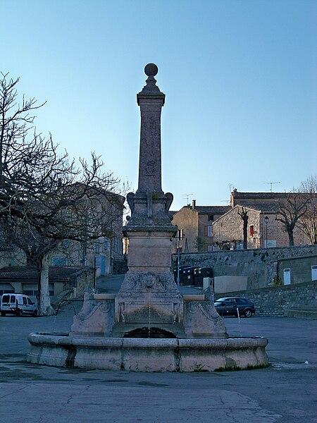 File:Fontaine place de la Libération.JPG