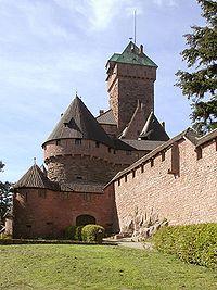 Vista de la entrada principal al Haut-Koenigsbourg