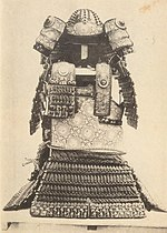 Front view of Aka-ito Odoshi Yoroi, Musashi Mitake Shrine.jpg