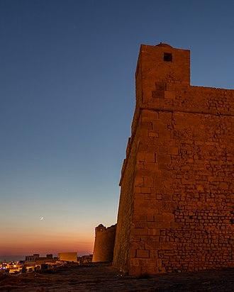 Mahdia - Image: Fuerte Bordj el Kebir, Mahdia, Túnez, 2016 09 03, DD 31 33 HDR