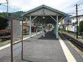 Fuji-kyuko-Tsuru-shi-station-platform.jpg