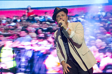 Murs performing at the 2013 Gibraltar Music Festival GIBRALTAR MUSIC FESTIVAL 2013 - OLLY MURS (9703114360) (4).jpg