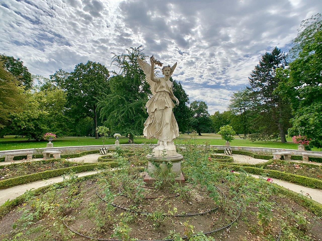 Garden sculptures of the Wilanów Palace, Poland 14.jpg