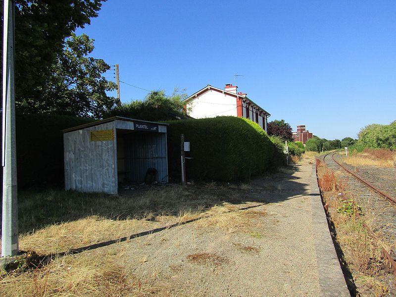 L'abri de quai de la gare de Plaintel en 2016