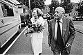 Gemeenteraadsverkiezingen 1982 Den Uyl en vrouw op weg naar verkiezingsbijeenko, Bestanddeelnr 932-1940.jpg