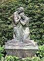 Grab Friedrichs mit Skulptur von Arthur Bock (Friedhof Ohlsdorf, Hamburg).jpg