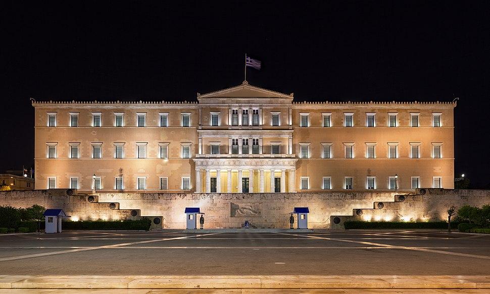 Griechisches Parlament nachts (Zuschnitt)