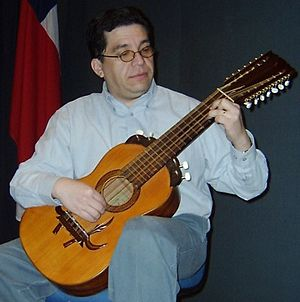 Guitarrón chileno - Playing guitarrón chileno