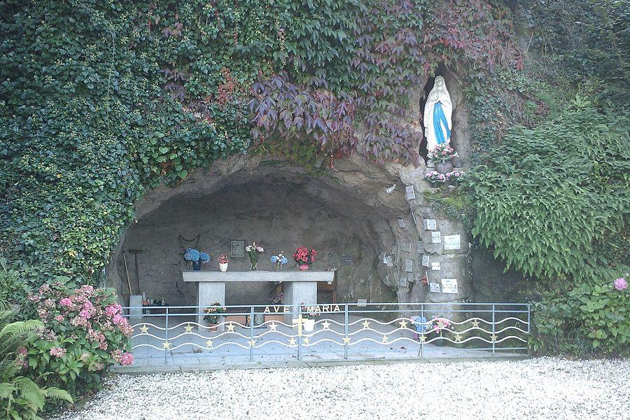 Réplique de la fr:Grotte de Massabielle