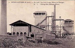 Un antico stabilimento per produzione dell'acciaio (1928). Prima che il benzene acquistasse importanza commerciale, veniva prodotto principalmente come sottoprodotto della produzione dell'acciaio.
