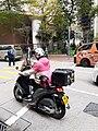 HK SW 上環 Sheung Wan 皇后大道西 Queen's Road West 帝后華庭 Queen's Terrace 皇后街 Queen Street Food deliveroo motorbike rider man at work April 2020 SS2 02.jpg