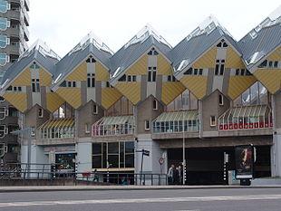 Altra immagine delle case cubiche di Rotterdam
