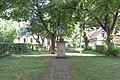 Halle (Saale), Franckeplatz 1, Park vor Haus 40 20170718 001.jpg