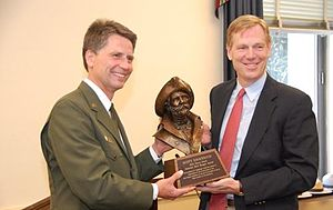 Harry Yount - Scott Emmerich receives the 2010 Harry Yount Award from Will Shafroth.