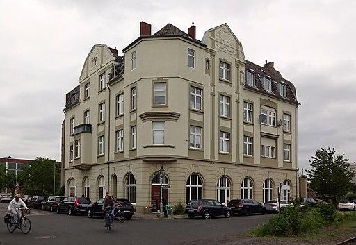 Haus Reisholzer Werftstraße 73 Ecke Uferstraße, Düsseldorf-Holthausen