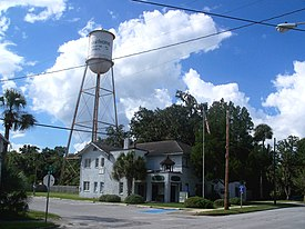 Hawthorne FL city hall and water tower01.jpg