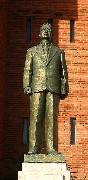 Silliman University - Dr. David S. Hibbard's statue, facing the Rizal Boulevard in Dumaguete City