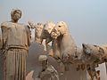 Hipodamia i cavalls de la quadriga, frontó oriental del temple de Zeus, Museu Arqueològic d'Olímpia.JPG