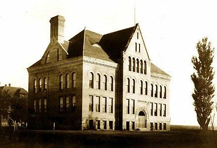 Hodgin Hall (1904)