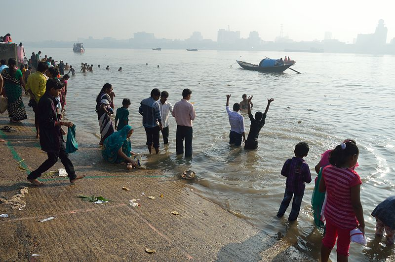 File:Holy Bathe in Ganges - Chhath Puja Ceremony - Ramkrishnapur Ghat - Howrah 2013-11-09 4101.JPG