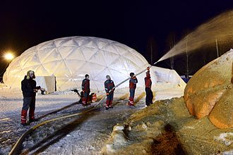 Pykrete - Construction of a pykrete-reinforced ice dome by Eindhoven University of Technology