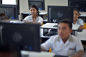 Internet in Mexico - Students of a Mexican secondary school using the internet.