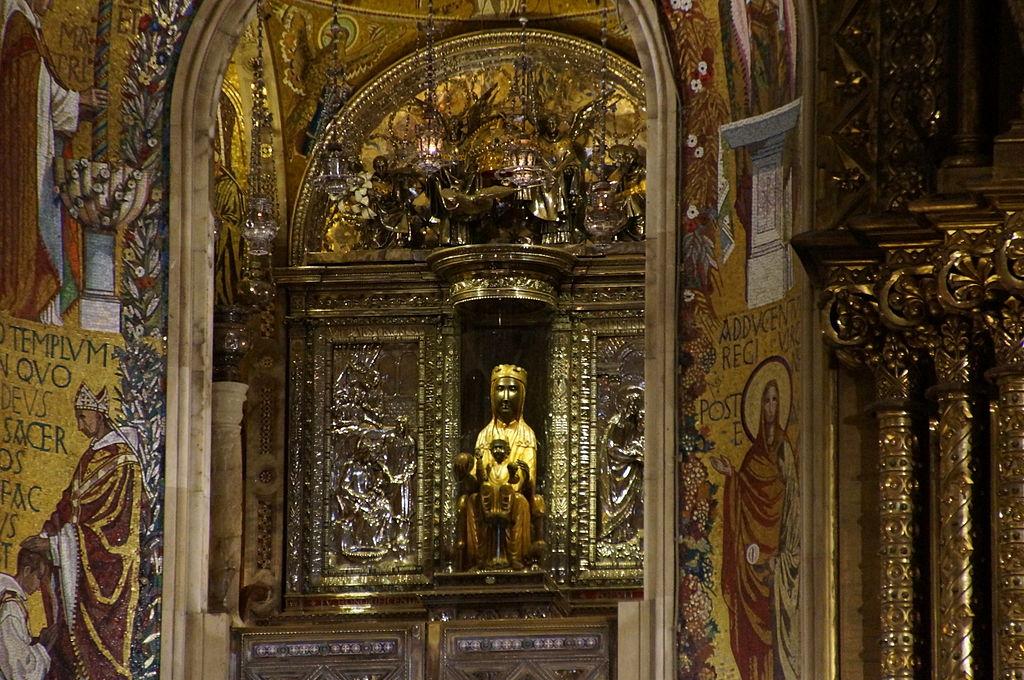 Fitxer:Interior esglesia Monestir de Santa Maria de Montserrat 3.JPG - Viquip...