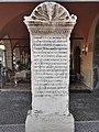 Iscrizione Domizio Calderini Torri.jpg