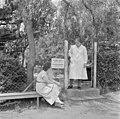 Israël 1948-1949; Ramath-Hasjawim (Ramot HaShavim). Mevrouw dr. Lotte Steinitz, kinderarts en -psychologe, staand voor ingang van haar praktijk. 255-0145.jpg